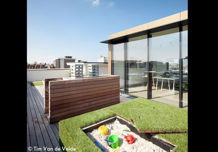 Visite d un appartement terrasse en ville elle d coration for Decoration terrasse en ville