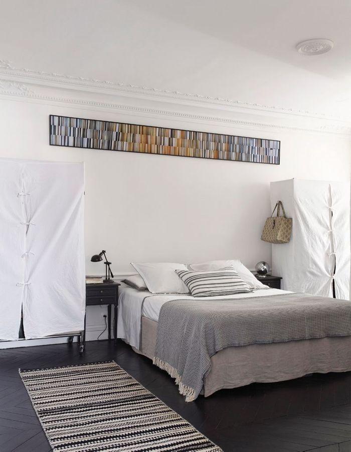 Visite un appartement haussmannien relook en noir et - Maison en noir et blanc ...