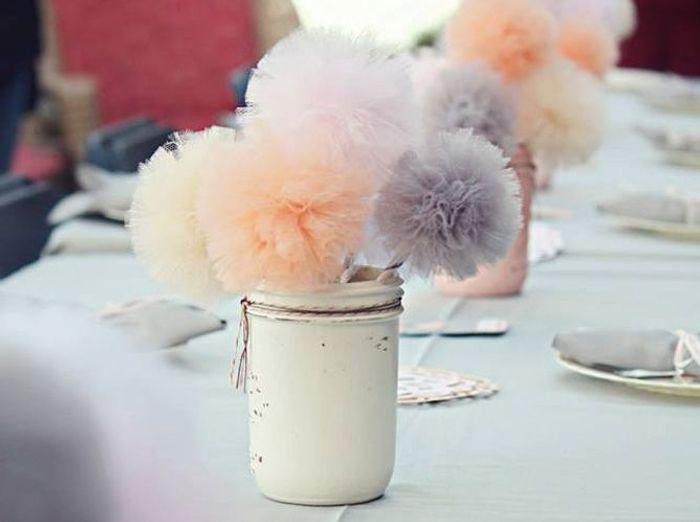 Fleurir la table de pompons