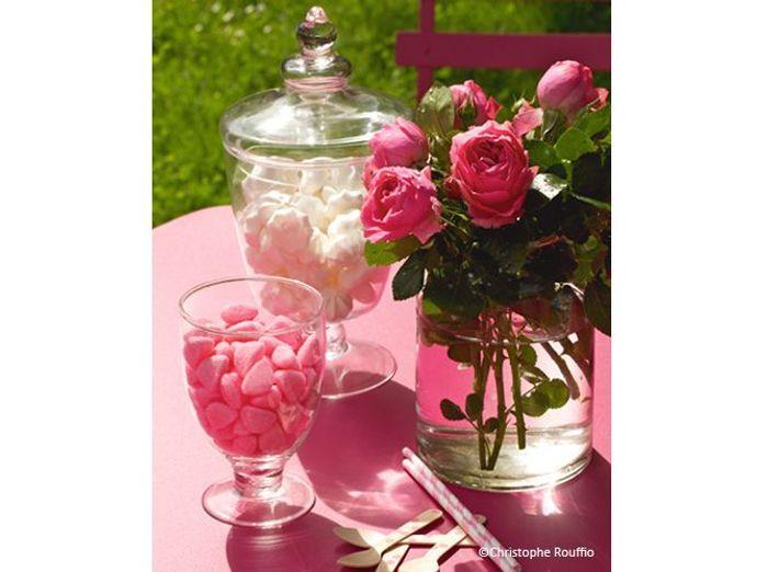 Fleurs mariage buffet romantique bonbons