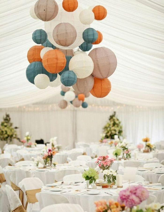 Des lampions colorés ou non pour une déco de mariage pas chère