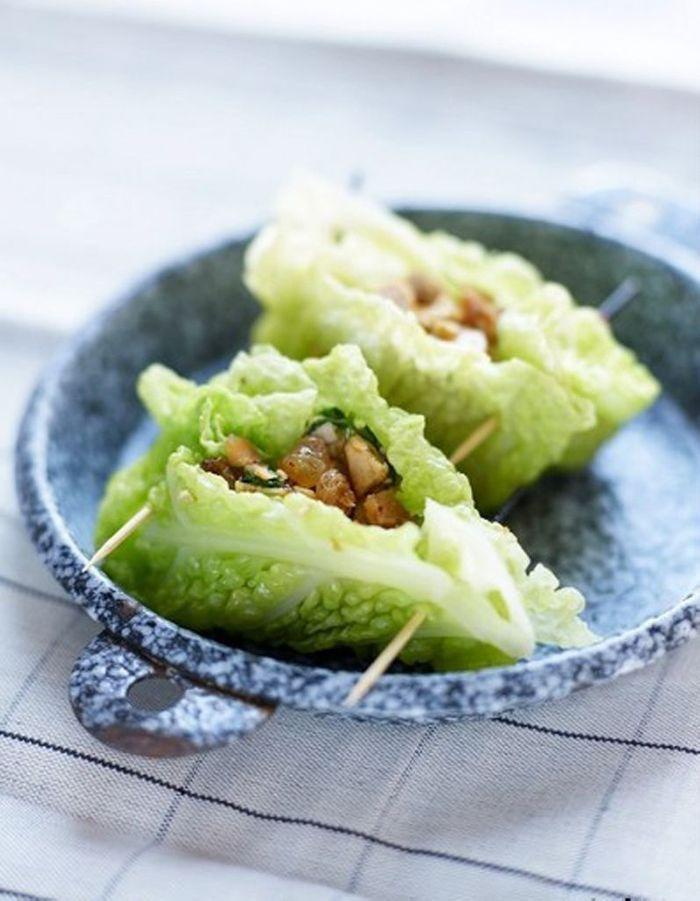 feuilles de chou farcies au tofu piment 50 recettes pour se mettre au vert elle table. Black Bedroom Furniture Sets. Home Design Ideas