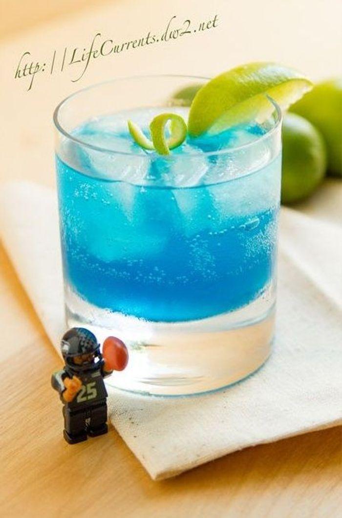 cocktail bleu avec alcool des cocktails bleus pour encourager son quipe elle table. Black Bedroom Furniture Sets. Home Design Ideas