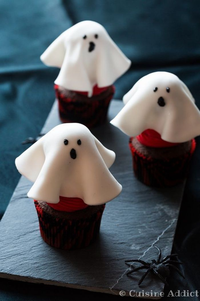 Cupcakes halloween fant me ces cupcakes d halloween vont faire un carton monstre elle table - Fantome halloween ...