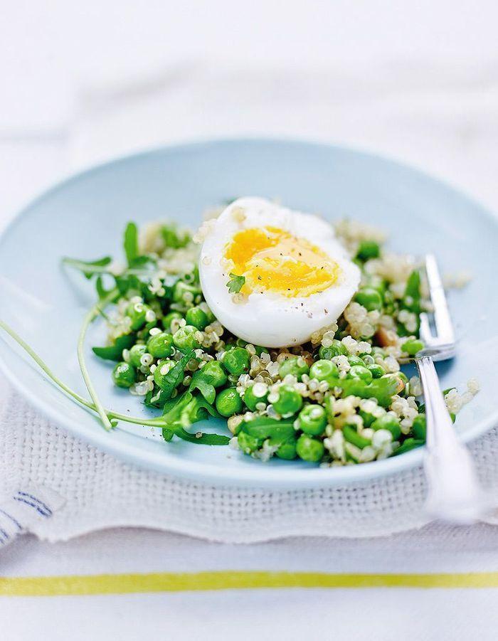 Oeufs mollets, salade de quinoa et petits pois