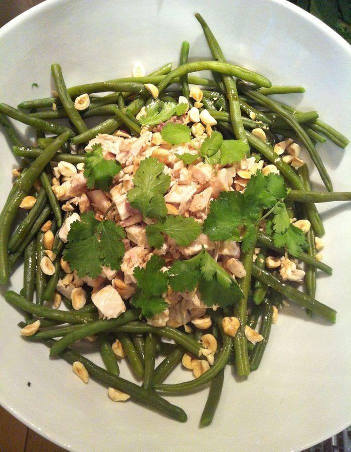 Salade de haricots verts au poulet aux noisettes