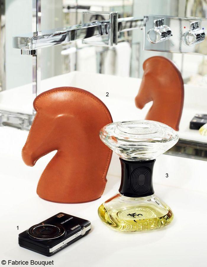 diffuseur de parfum sablier diptyque a chaque tribu ses cadeaux de no l elle. Black Bedroom Furniture Sets. Home Design Ideas