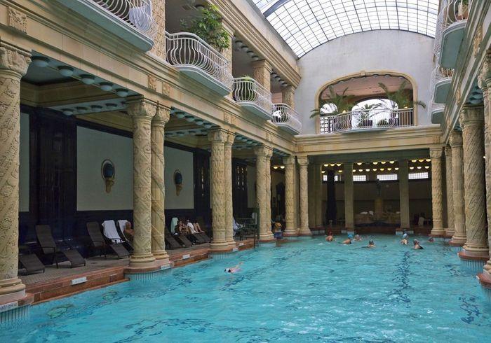 piscine paris notre top 10 des meilleures piscines de paris elle. Black Bedroom Furniture Sets. Home Design Ideas