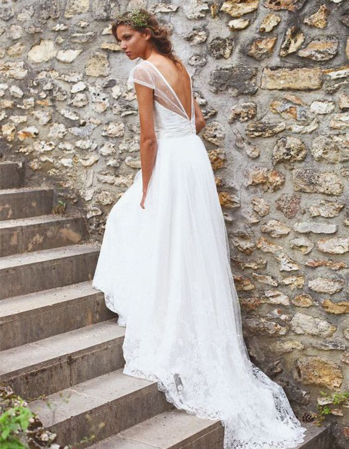 robe de mari e de princesse tendance 50 robes de mari e de princesse qui font r ver elle. Black Bedroom Furniture Sets. Home Design Ideas