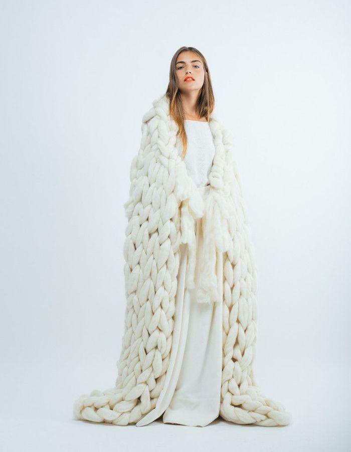 robe de mari e d 39 hiver et grosse maille 22 robes de mari e d hiver blouissantes elle. Black Bedroom Furniture Sets. Home Design Ideas