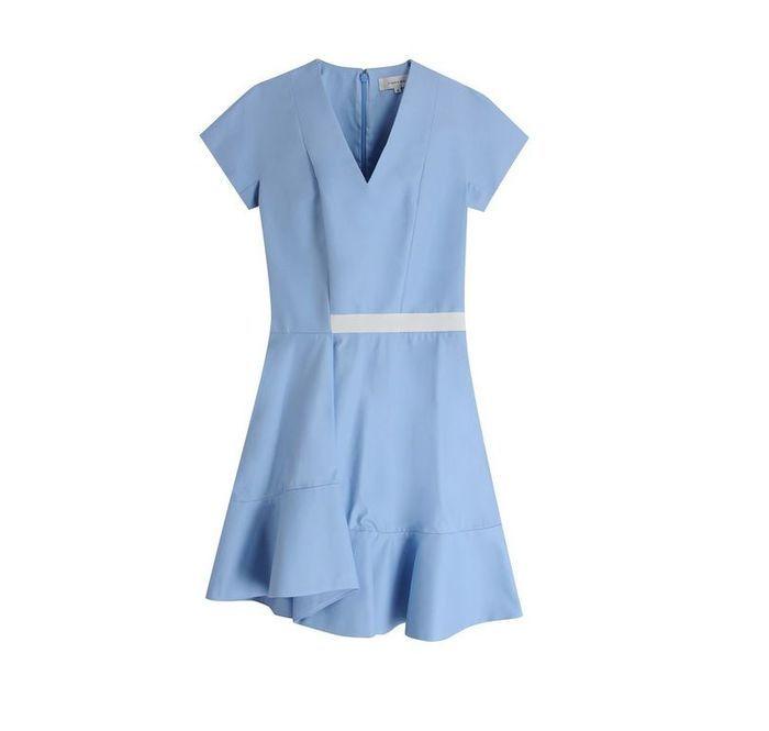 robe t moin de mariage bleue carven 20 robes de t moin de mariage qui font de l 39 ombre la. Black Bedroom Furniture Sets. Home Design Ideas