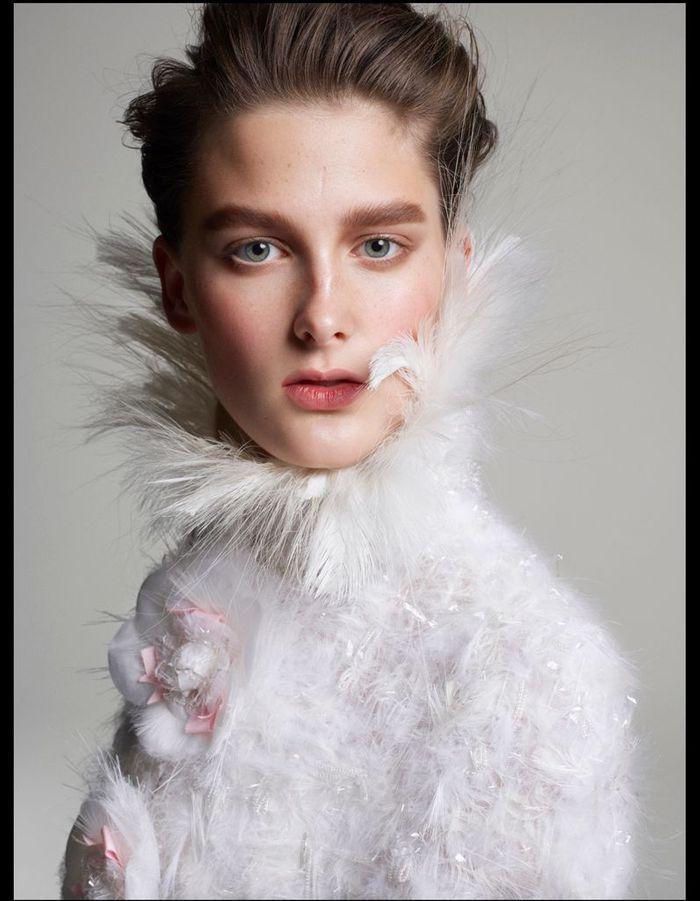 c733b73317e1d cape en plumes chanel haute couture - Vive la fashion .