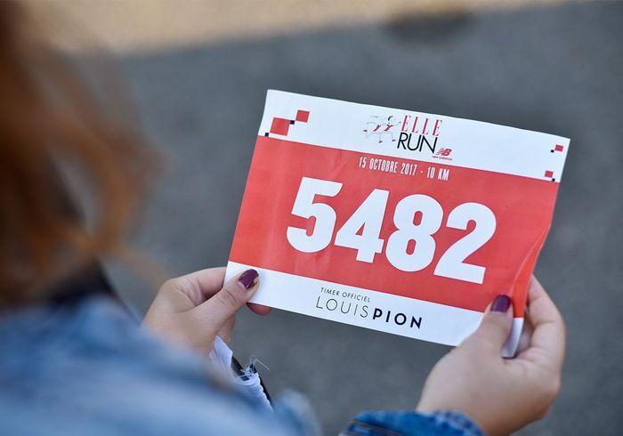 Munis de leur dossards, les participants s'apprêtent à courir la troisième ELLE RUN New Balance