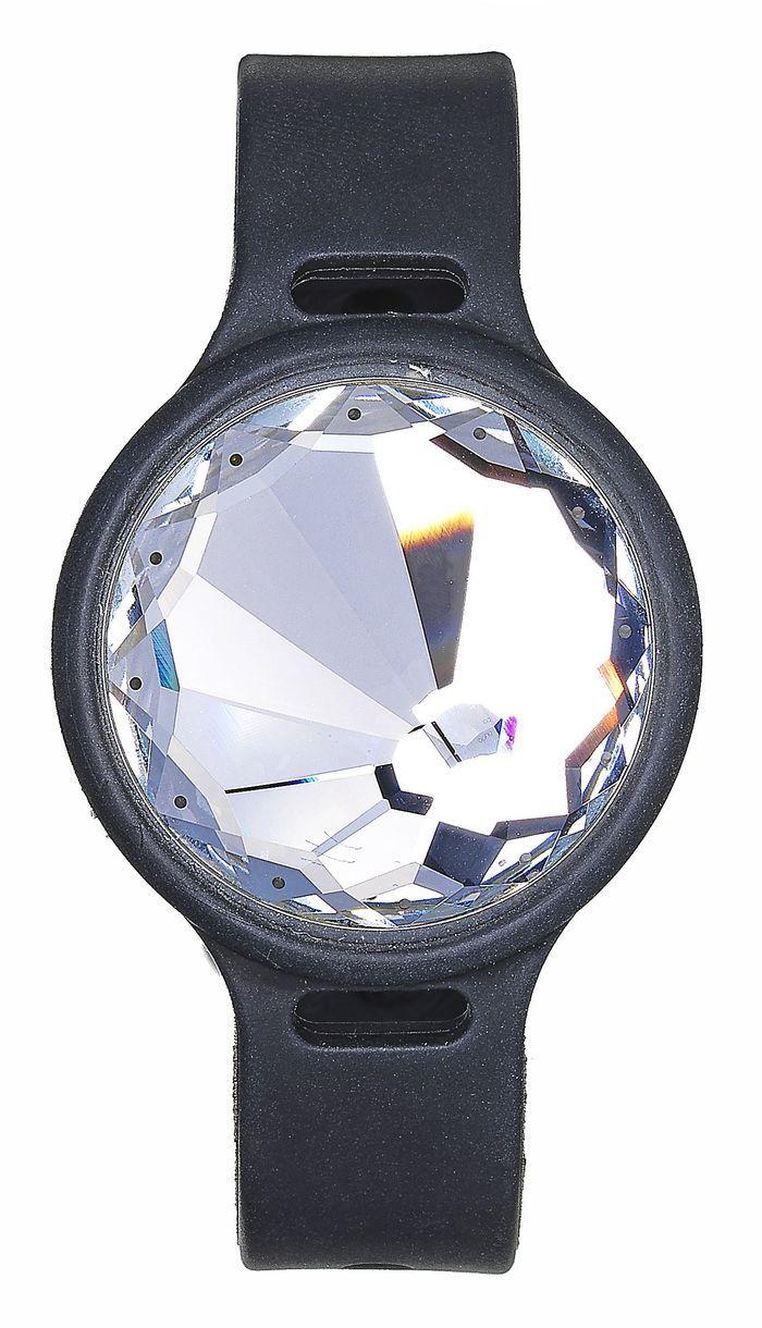 montre connect e en cristal swarovski 10 montres connect es qui remettent les pendules l. Black Bedroom Furniture Sets. Home Design Ideas