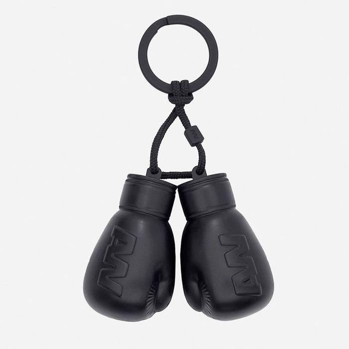 Porte cl gants de boxe alexander wang pour h m for Porte jarretelle h m