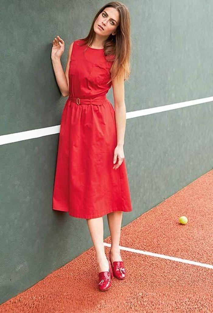 la robe rouge sans manches nos pi ces coup de c ur la redoute madame x collector pour aller. Black Bedroom Furniture Sets. Home Design Ideas