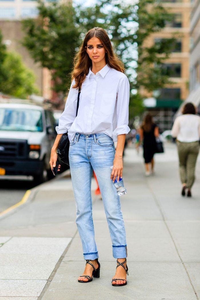 Une chemise oversize, oui, si elle est rentrée dasn le jean bleached