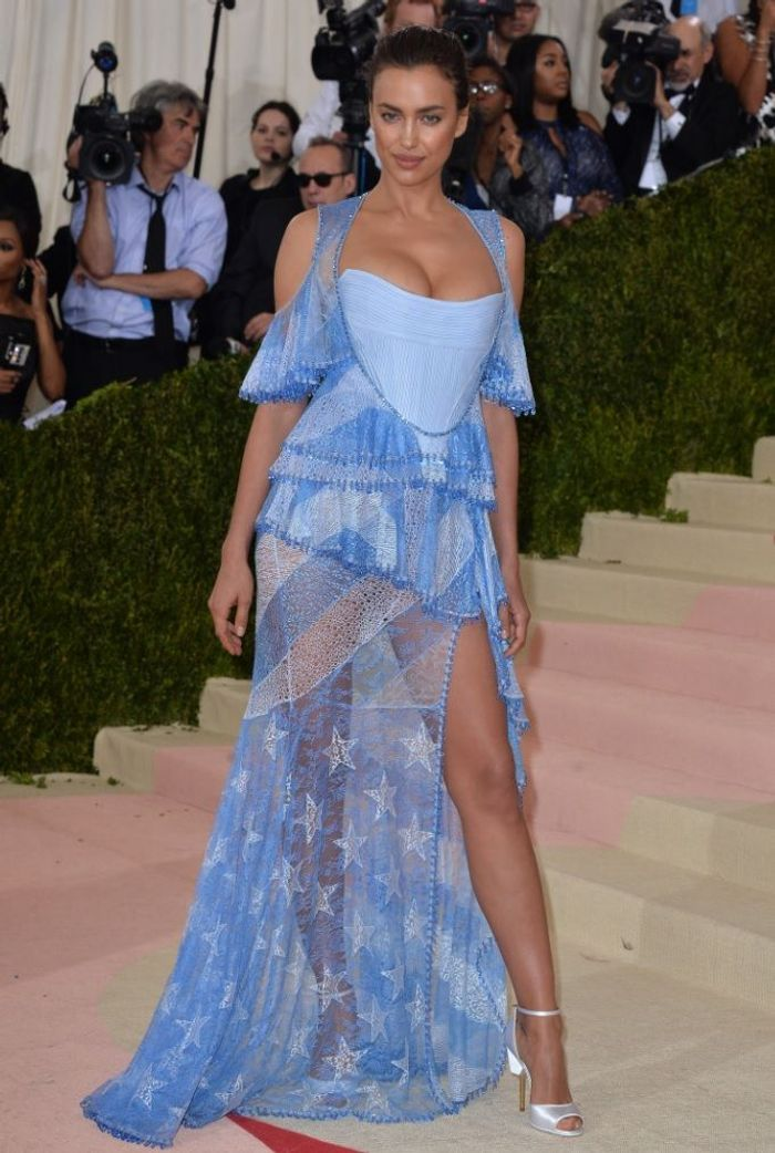 La robe fendue d'Irina Shayk