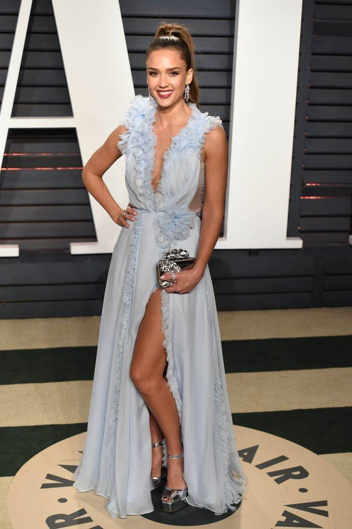 La robe fendue de Jessica Alba