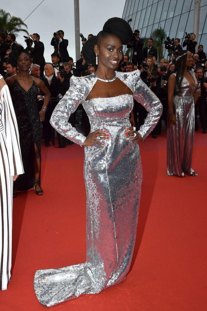 Aissa Maiga en robe disco
