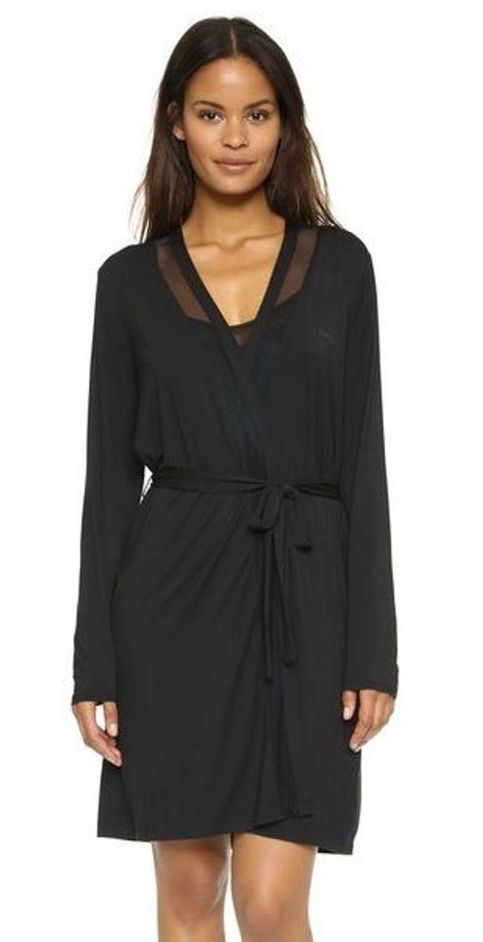 robe noire calvin klein 20 robes chics et sexy pour faire durer l t elle. Black Bedroom Furniture Sets. Home Design Ideas