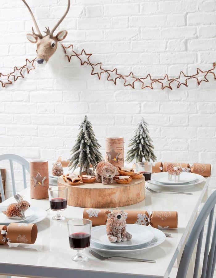 Centre de table de Noël avec un rondin de bois