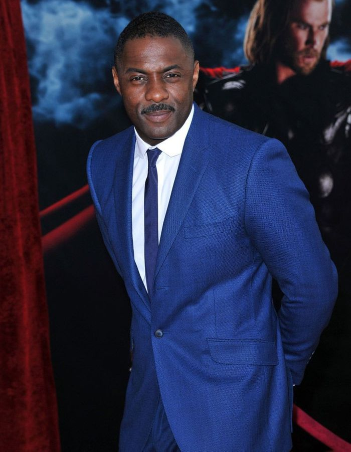 en costume bleu 15 photos pour tomber amoureuse d idris elba elle. Black Bedroom Furniture Sets. Home Design Ideas