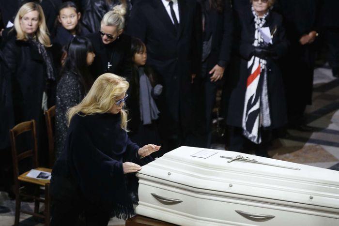 Sylvie Vartan rend hommage au chanteur
