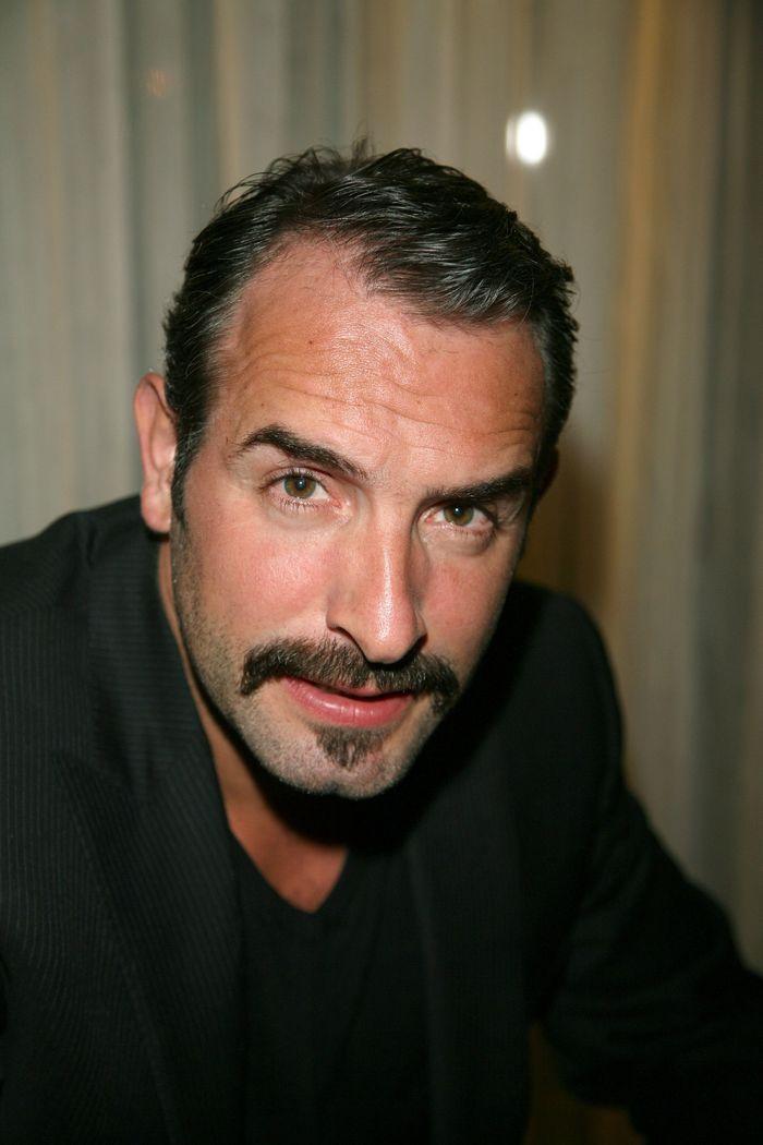 La moustache de jean dujardin hommes c l bres for La copine de jean dujardin
