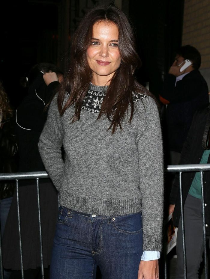 le pull de no l de katie holmes les plus beaux pulls de no l des stars elle. Black Bedroom Furniture Sets. Home Design Ideas