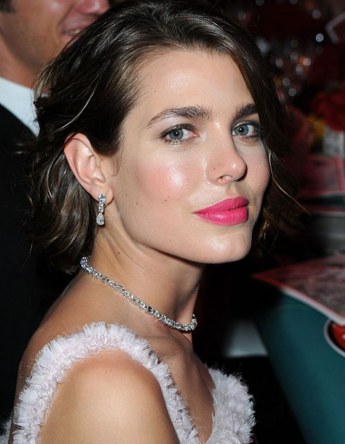 charlotte casiraghi les plus belles femmes du monde elle. Black Bedroom Furniture Sets. Home Design Ideas