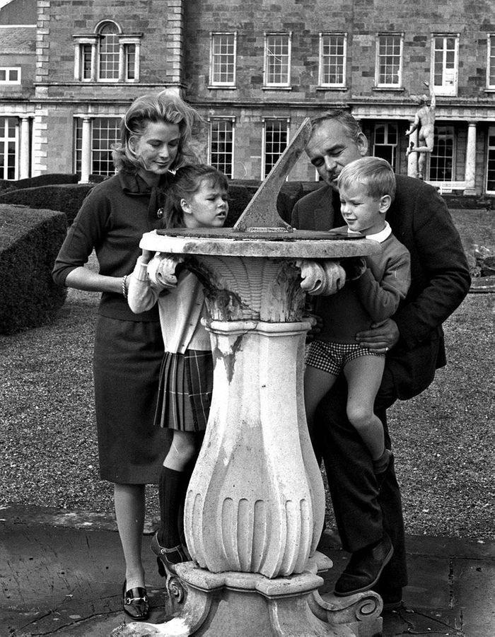 Grace Kelly, son mari et deux de ses enfants