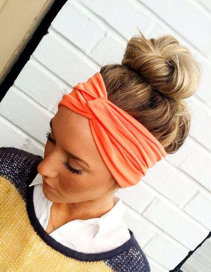 Le bun stylu00e9 - 20 coiffures u00e0 faire entre deux shampoings - Elle