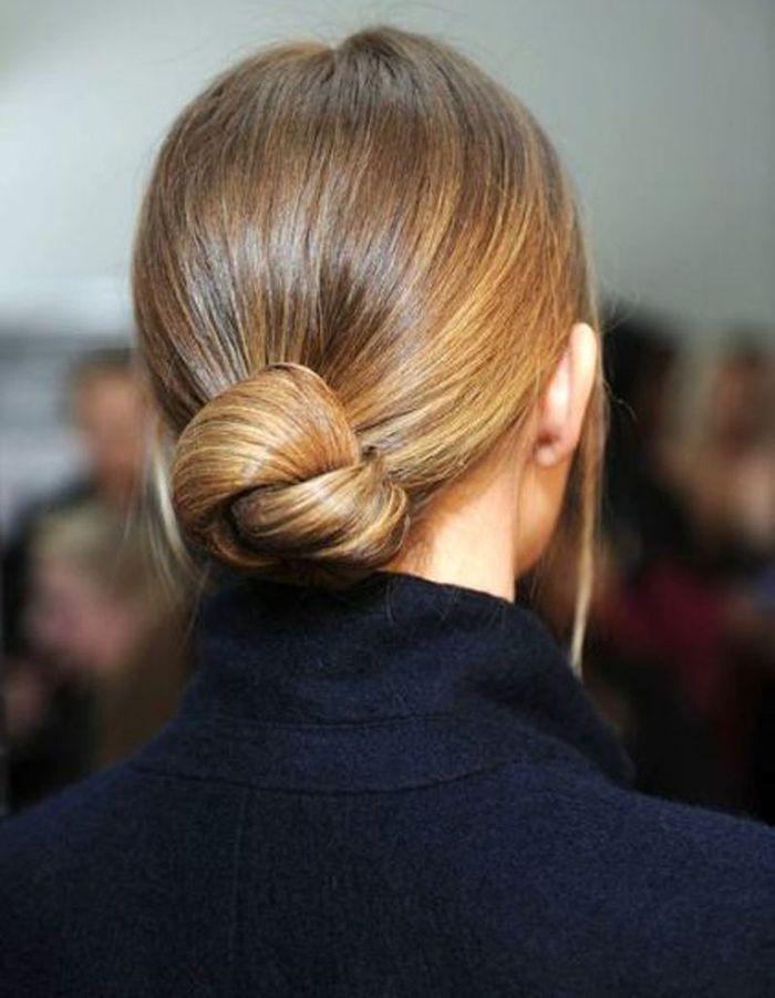 Le chignon workwear - 20 coiffures u00e0 faire entre deux shampoings - Elle