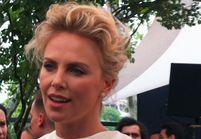 Charlize Theron mise à l'honneur lors du dîner Dior J'Adore