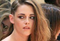 Kristen Stewart ne quitte plus son one shoulder tressé façon half hawk