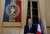 Le street-artist Obey et sa célèbre Marianne investissent le bureau d'Emmanuel Macron