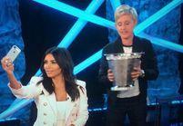 Kim Kardashian relève enfin le Ice Bucket Challenge et fait un selfie !