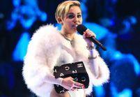 Miley Cyrus explique pourquoi elle a fumé un joint aux MTV EMA 2013