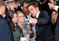 Robert Pattinson se moque de ses propres fans