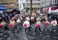 Grande-Bretagne : les Boobettes combattent le cancer du sein
