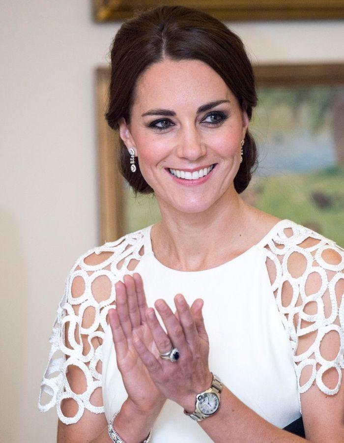 Fabuleux Chignon Kate Middleton raie sur le côté - Les plus belles  NN72