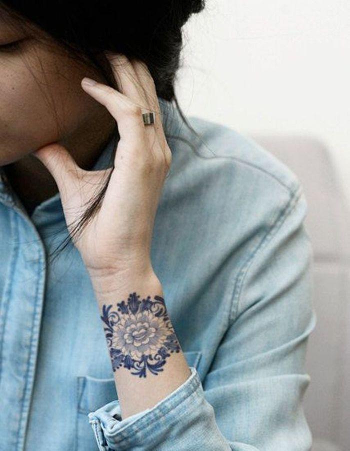 Très Idée tatouage : une manchette en dentelle - Les 40 plus beaux  FV12