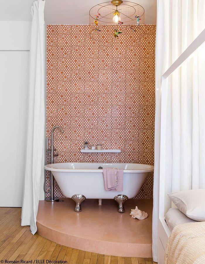 Une salle de bains esprit boudoir