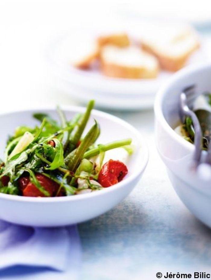 Salade tiède de pâtes, légumes et tomates confites